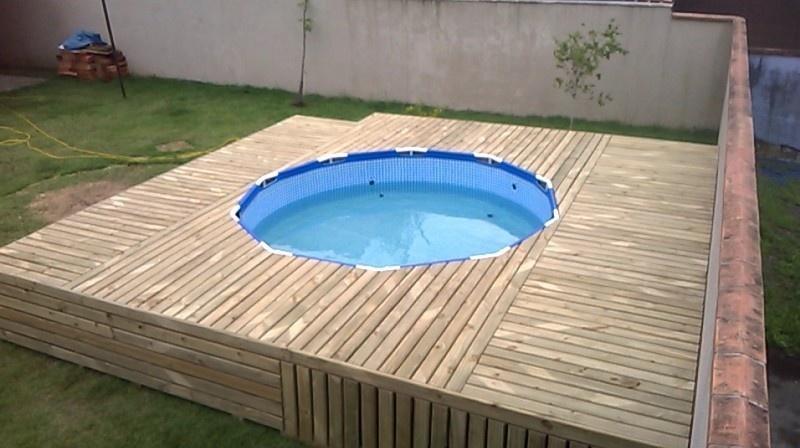 deze vader had het geld niet om een zwembad aan te leggen. Black Bedroom Furniture Sets. Home Design Ideas